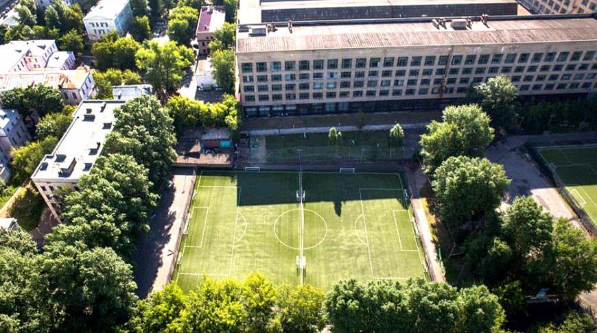 где поиграть в футбол в москве бесплатно