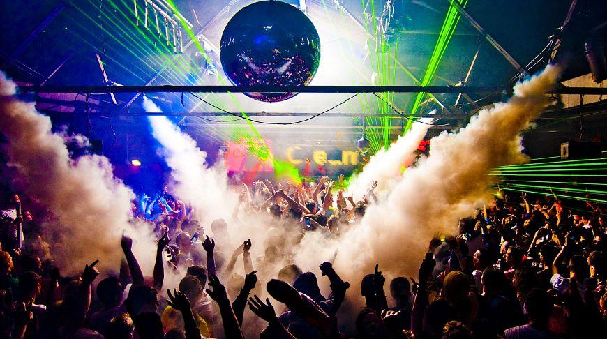 Сняли красивую в ночном клубе русские фото 711-520