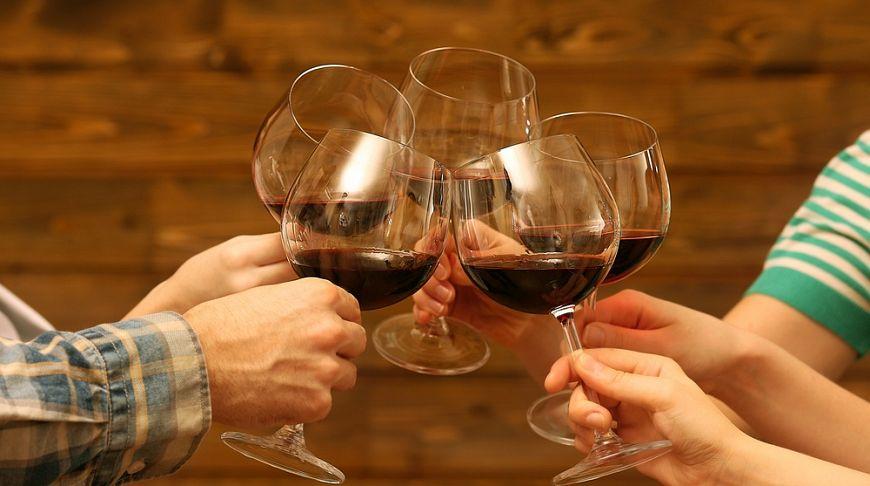 Со скольки лет можно употреблять спиртное в рк