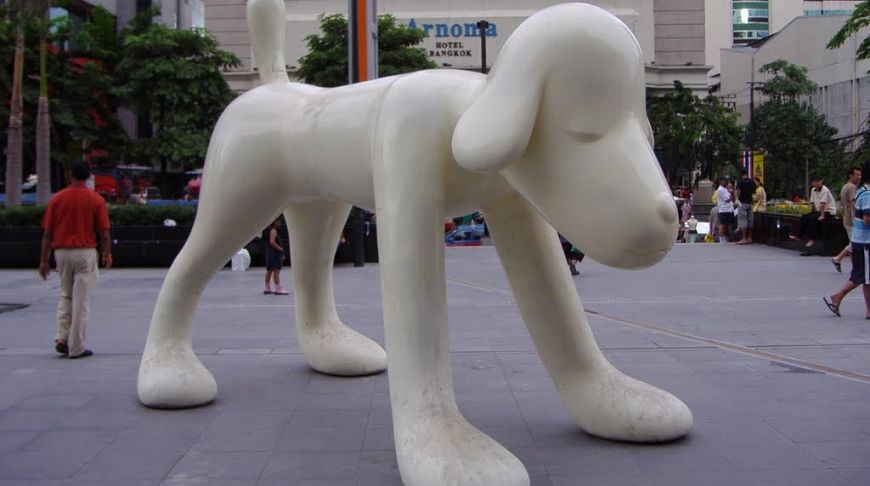 Пхукет, памятник белому псу