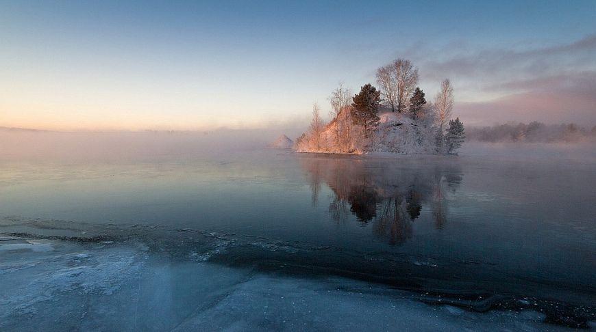 островок на зимнем озере