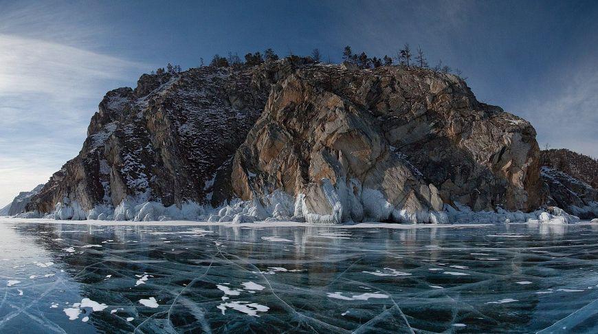 Байкал покрытый льдом