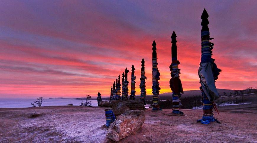 столбы на фоне заката