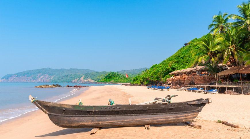 деревянная лодка на Гоа