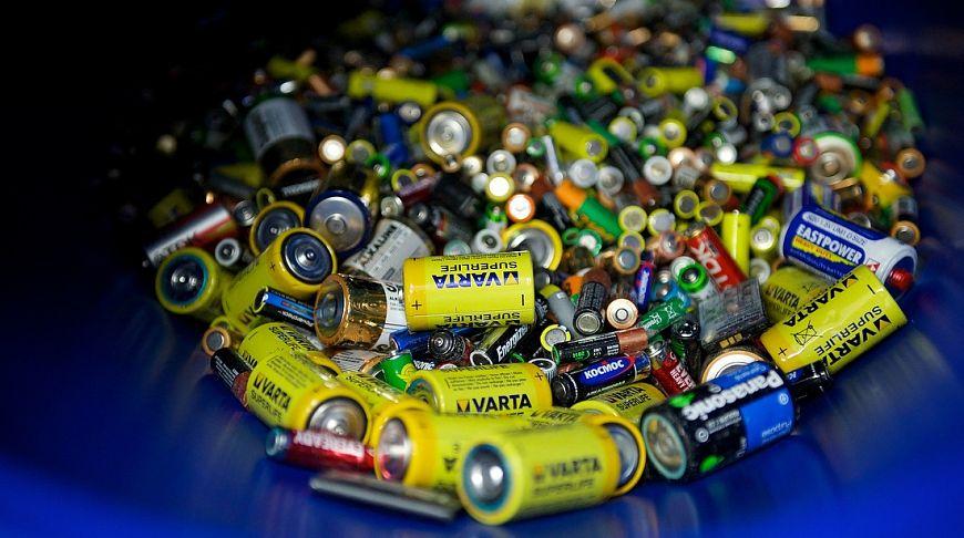 батарейки в синей посудине