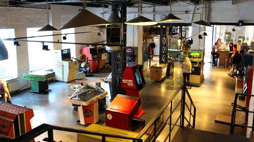 посетители музея игровых автоматов