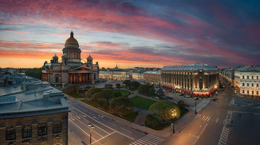 храм в Петербурге на закате