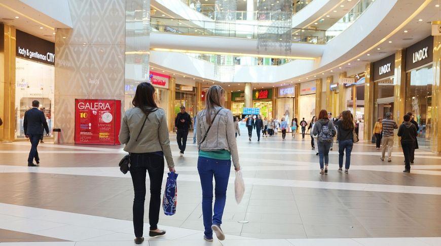 девушки в торговом центре