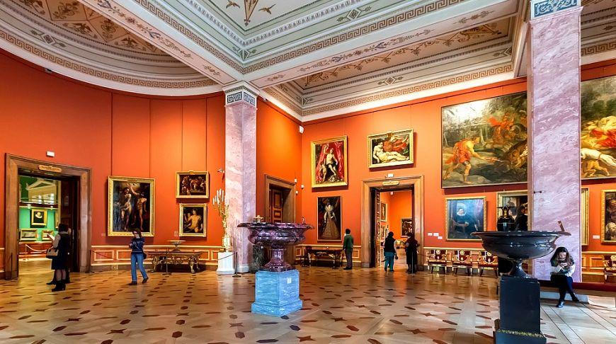 музейный зал