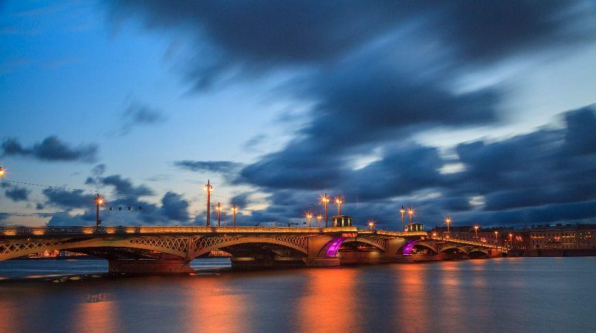 питерский мост в сумерках