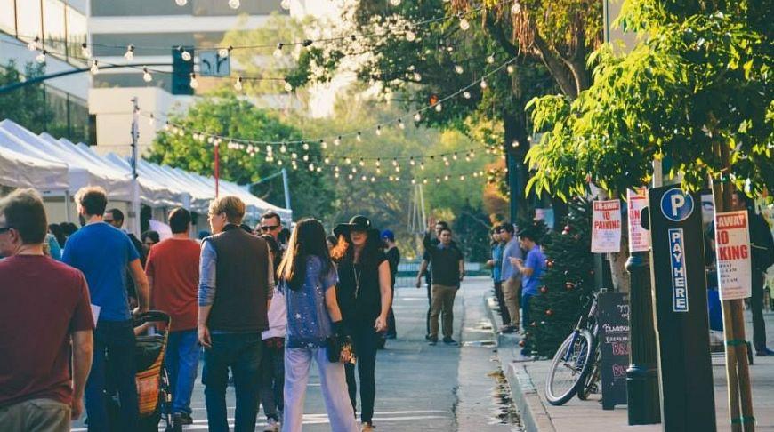 ярмарка Artisanal LA Holiday Market