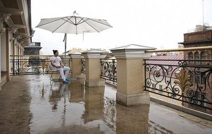 терраса хостела с видом на Невский