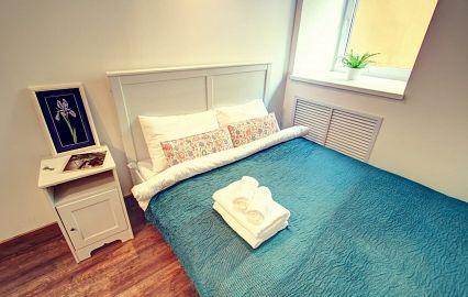 бирюзовая кровать