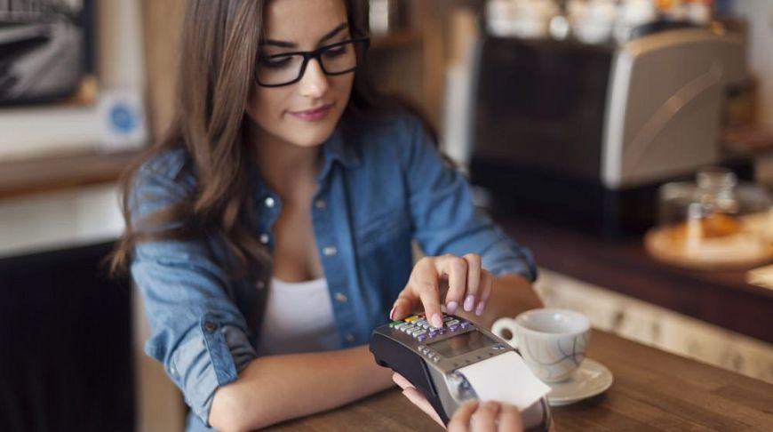 оплата картой в кафе