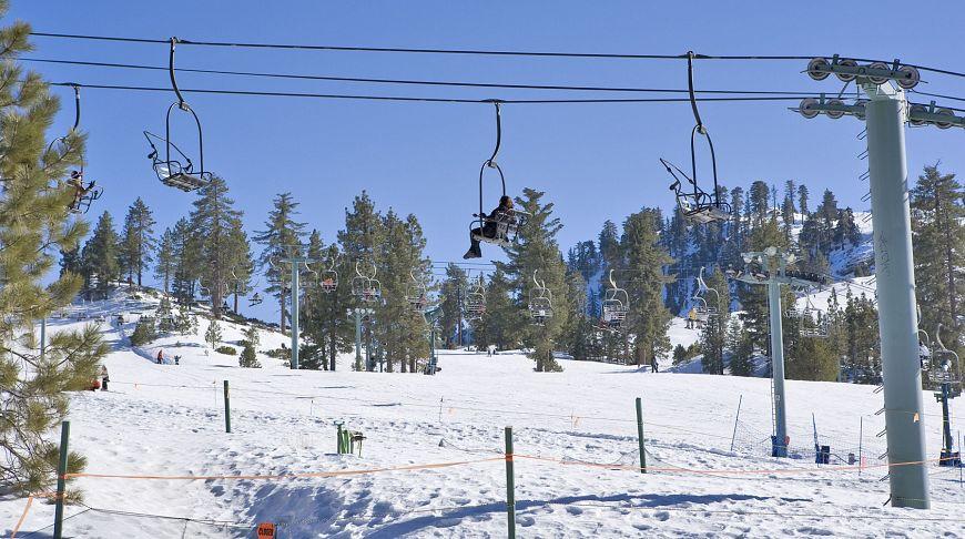 лыжи снег в горах