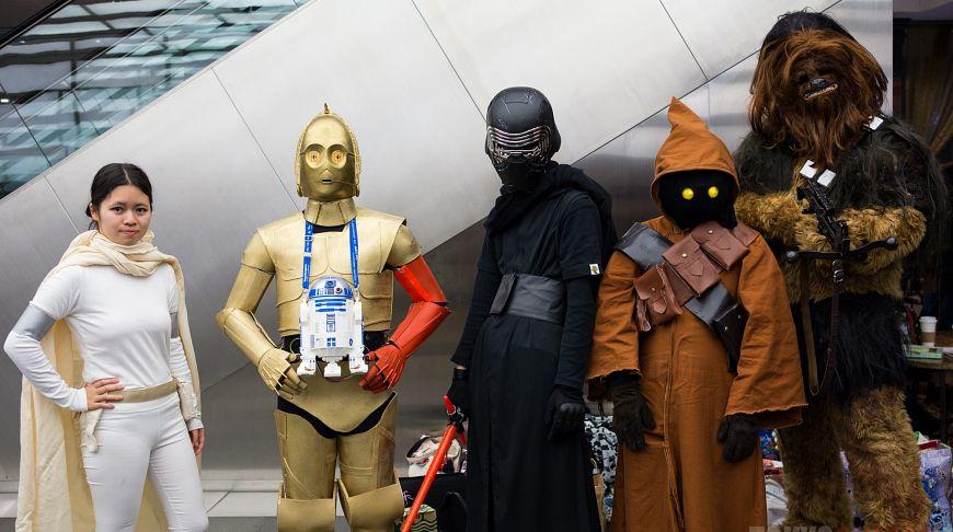 Фанаты на премьере нового эпизода саги «Звездные войны» в Токио