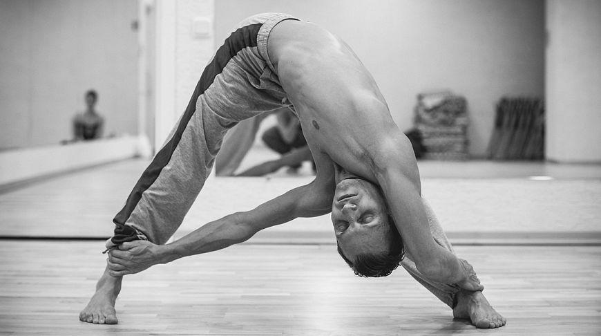 Инструктор йоги Денис Валгутов