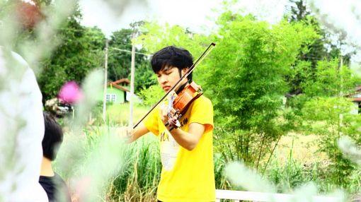 Игра с огнем: молодой скрипач Экарач Джансанг о жизни музыканта в Таиланде