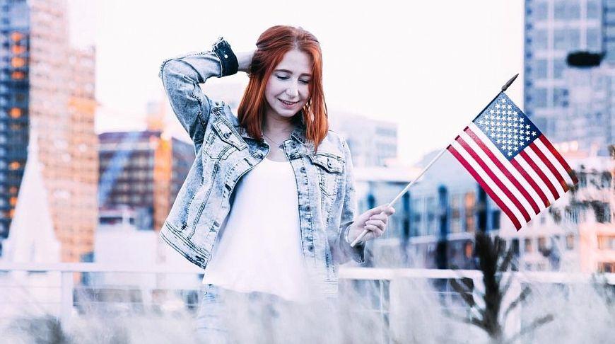 Русская девушка устраивается на работу девушка на работу в мчс