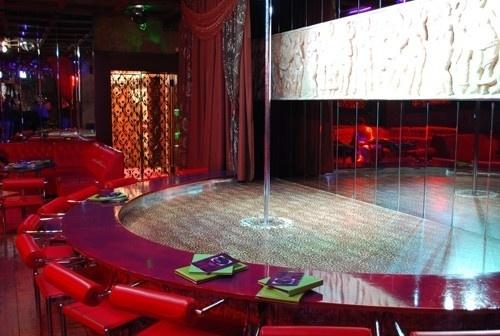 Москва клуб мятный носорог ночной клуб на новослободской
