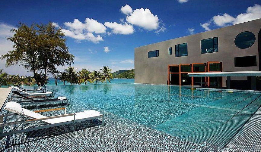 Пятизвездочный отель B-Lay Tong Phuket: современный стиль и роскошь тропического рая