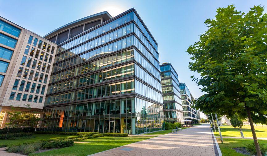 Покупка квартиры в Европе: сравнение зарплат, цен на жилье и аренду в европейских столицах