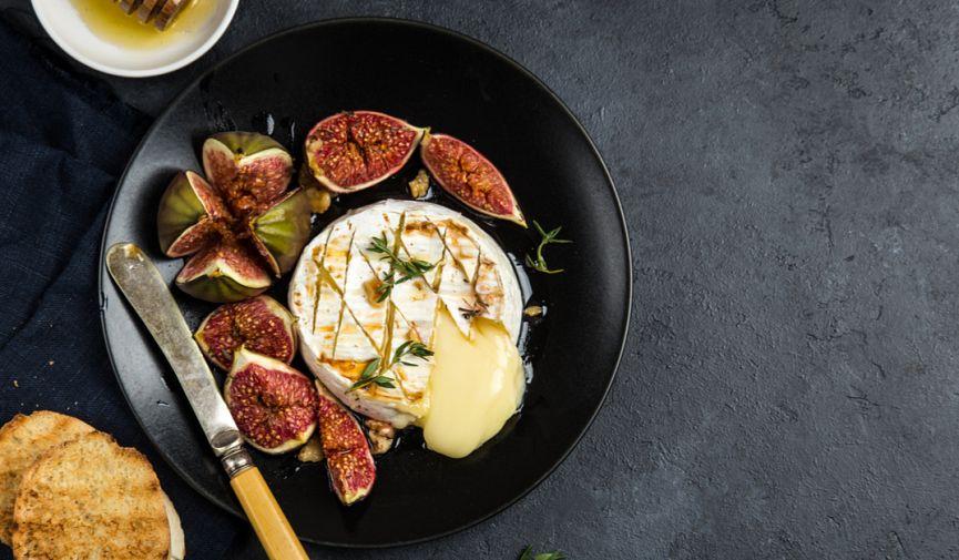 Всё будет камамбер: 5 интересных рецептов блюд с легендарным нормандским сыром