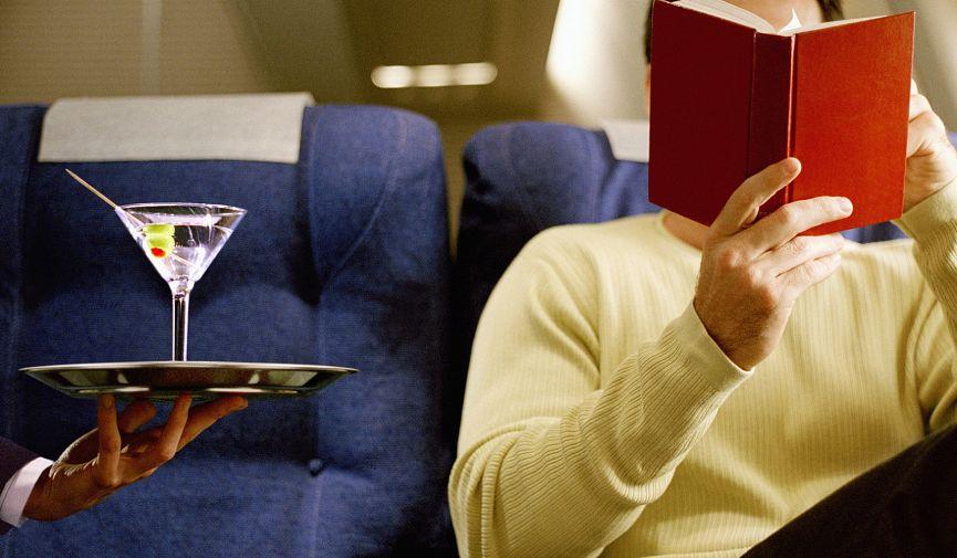 6 услуг и вещей на борту самолета, которые можно получить совершенно бесплатно