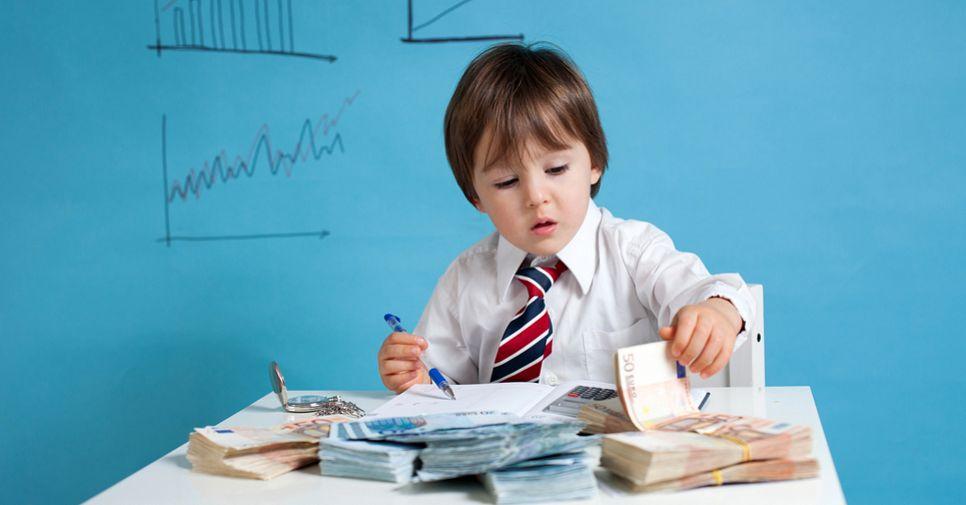 Личный капитал: сколько денег на карманные расходы нужно киевскому школьнику