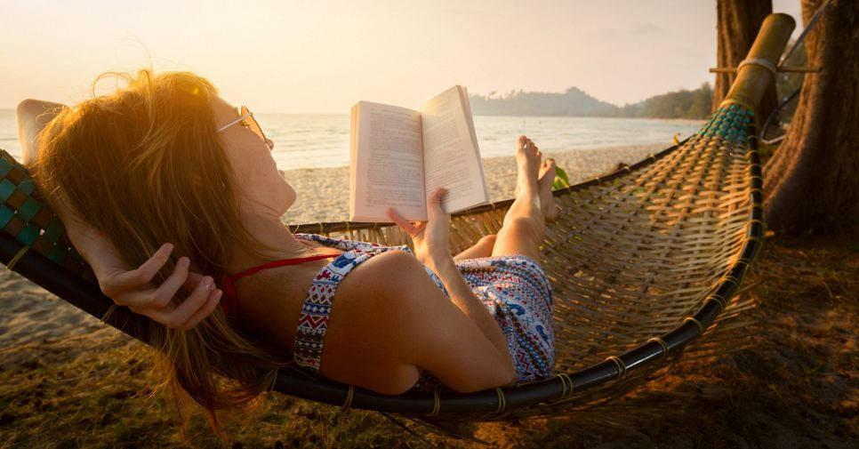 Пляжное чтиво: лучшие книги для отпуска 2016