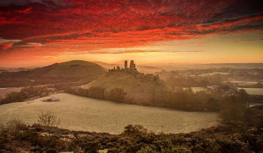 12 самых живописных праздничных маршрутов для прогулок по Великобритании